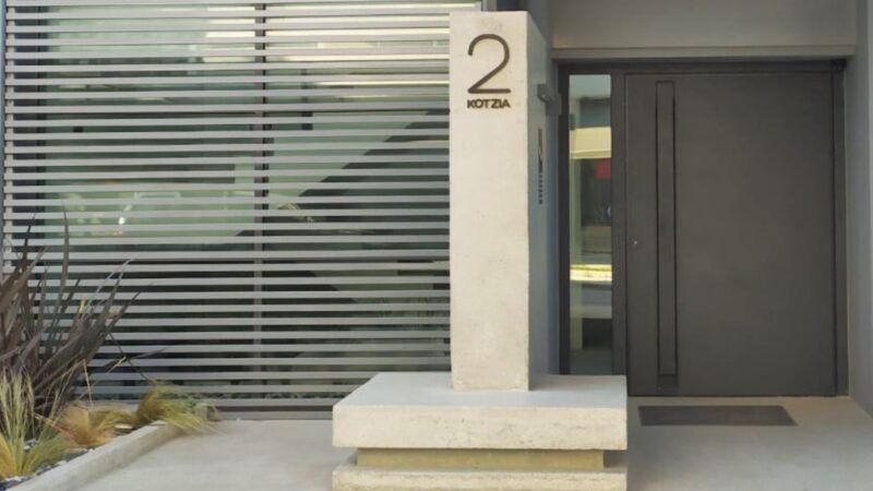 PARTERRE PIVOT ENTRY DOORS